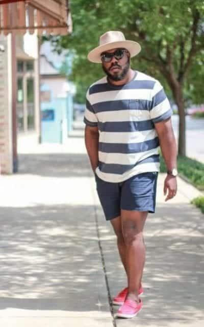 Mặc đồ vừa với dáng người sẽ giúp bạn che đi khuyết điểm ở vùng bụng.