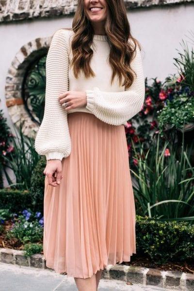 Áo len với phần điểm nhấn tay bồng ở cổ tay cho bạn một bộ outfit đẹp mắt và độc đáo