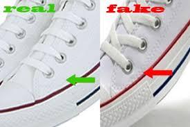 Giày fake thường có những đường chỉ thừa