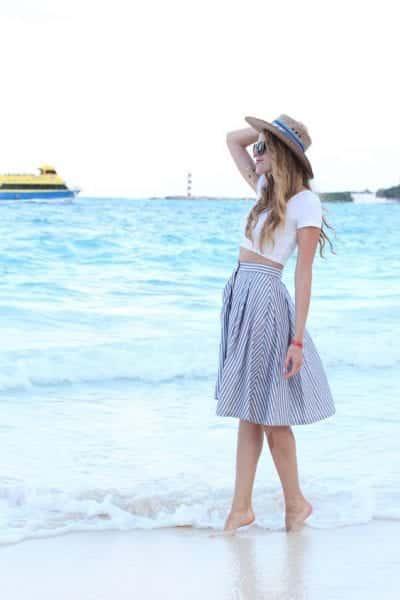 Một set đồ hoàn hảo cho một buổi đi dạo bên bờ biển