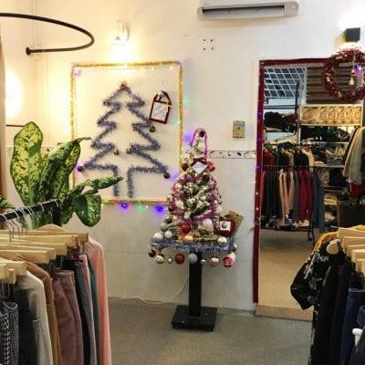 Cửa hàng HoYang luôn trưng bày nhiều mẫu quần áo để bạn lựa chọn