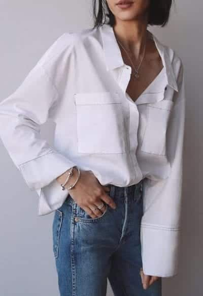 Màu trắng và làn da bánh mật là bộ đôi hoàn hảo.