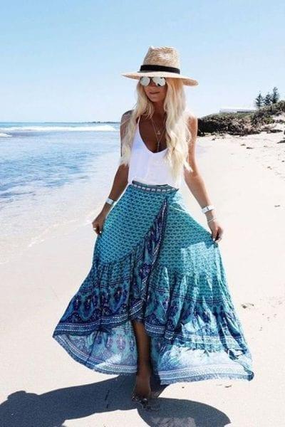 Váy voan dễ mặc, dễ tôn dáng khi đi biển