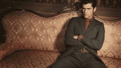 Áo sơ mi flannel kết hợp với áo vest