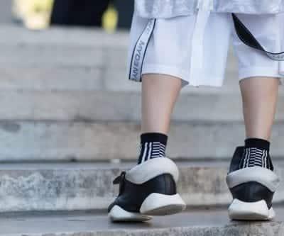 Sneaker có hình khối độc đáo