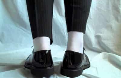 Tất trắng và giày tây là một sai lầm nghiêm trọng
