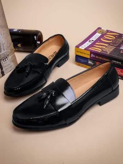 Giày lười được ra đời vào khoảng thế kỷ 20 tại Anh