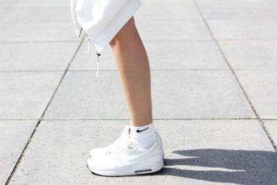 Chỉ nên dùng tất trắng với giày thể thao, bạn sẽ thật năng động, nam tính, mạnh mẽ