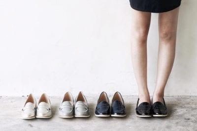 Đi chung giày với người hôi chân cũng có thể làm bạn bị lây bệnh hôi chân