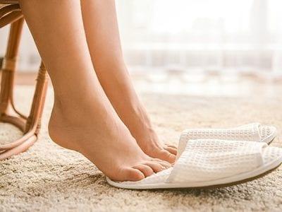 Những người có tâm lý hay lo lắng, xúc động thường ra mồ hôi nhiều hơn dẫn đến mùi hôi chân