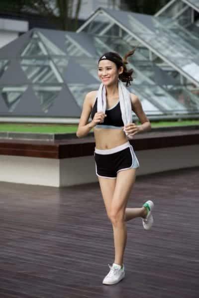 Giày thể thao sử dụng trong hoạt động chạy bộ