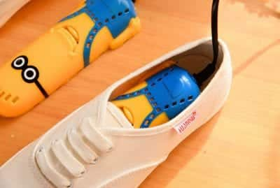 Khử trùng giày bằng máy sấy khử trùng mini