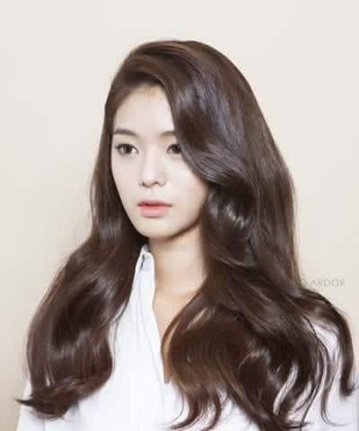 Kiểu tóc dài uốn đẹp nhất năm 2020