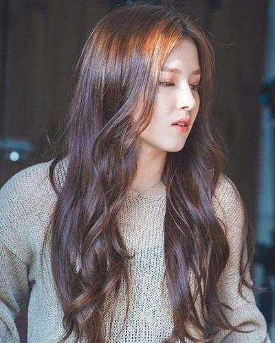 Kiểu tóc dài uốn đẹp nhất năm 2020 - Ảnh 25