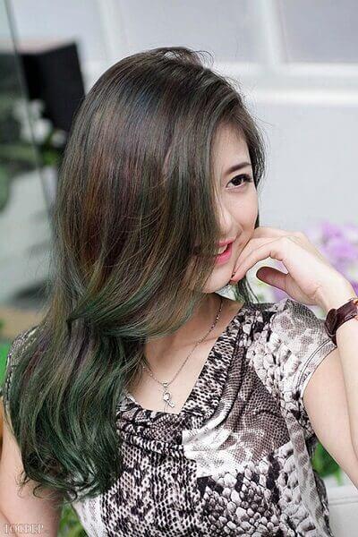 Màu tóc xanh rêu vàng