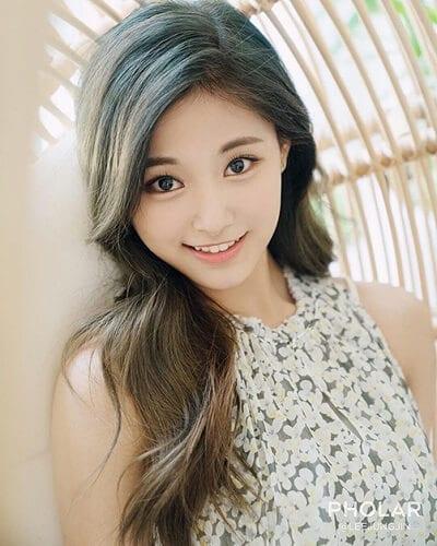 Tóc màu xanh rêu nhạt