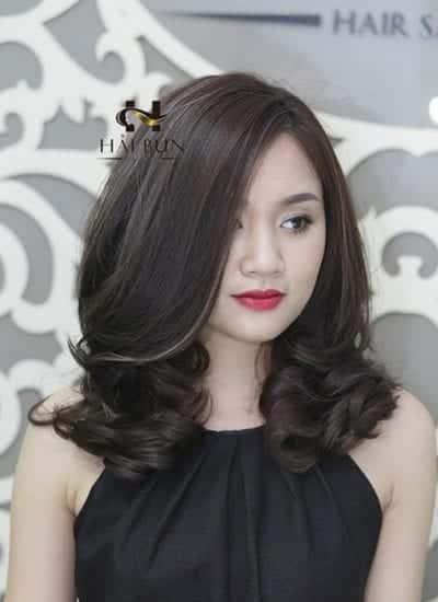 Kiểu tóc ngang vai mái dài
