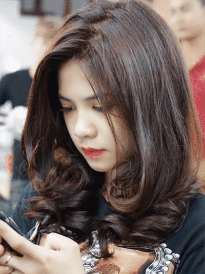 Kiểu tóc xoăn lọn to đẹp nhất năm 2020 - Ảnh 18