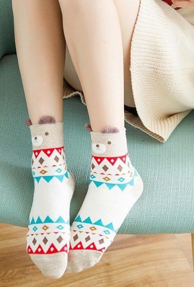 Đi tất giúp bạn giữ ấm cho bàn chân và bảo vệ sức khỏe