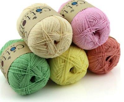 Những sợi len được nhuộm nhiều sắc màu