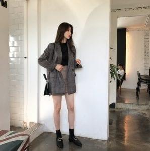 Blazer mix cùng chân váy ngắn