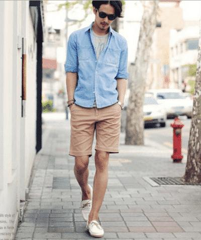 Mix quần Kaki ngắn cùng áo Denim và giày lười cho chàng phong cách thanh lịch