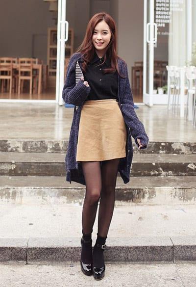 Áo, giày và tất cùng tone màu