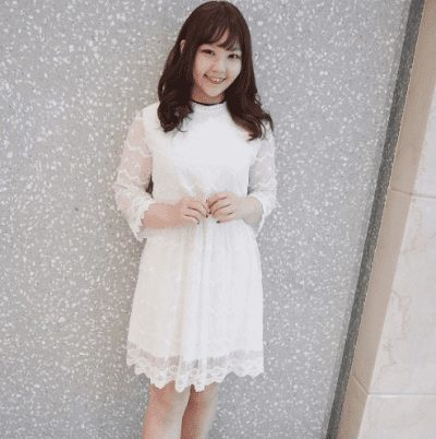 Một chiếc váy suông trắng nhẹ nhàng