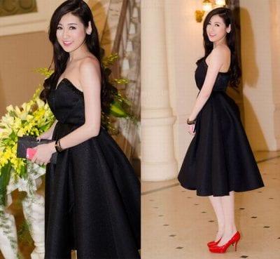 Xuất hiện nổi bật với vai trần gợi cảm tại các Event khi mix chân váy xòe cùng áo quây