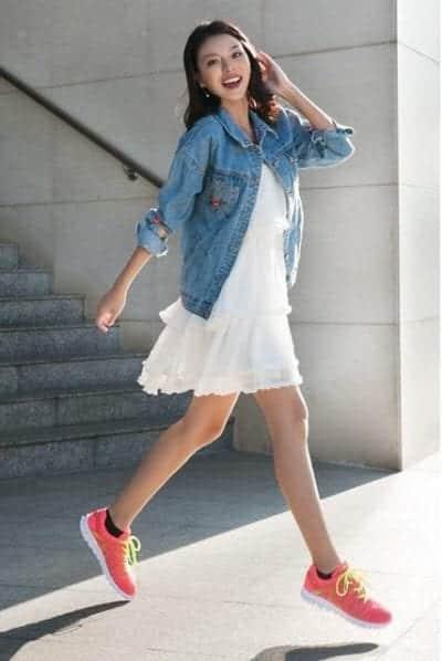 Học tập cô nàng The Face Tú Hảo tự tin và tự tin khi cùng giày thể thao hồng