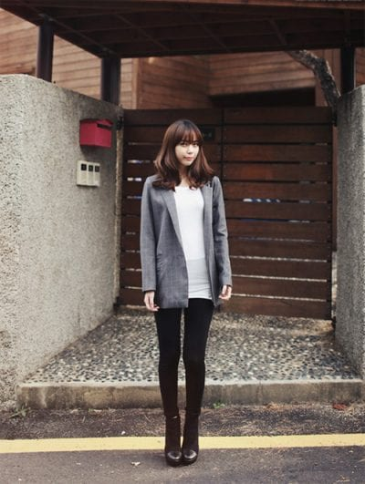 Mix quần Legging với áo khoác Blazer