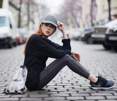 Mix quần Legging với giày thể thao