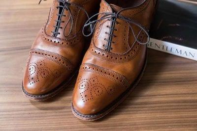 Độc đáo với các lỗ đục trên giày