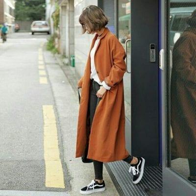 Cách mix giày thể thao với áo dạ có gợi bạn nhớ đến phim Hàn Quốc hông?