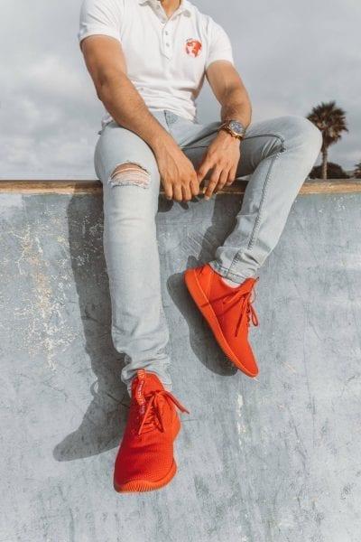 Lên đồ với giày thể thao nam đỏ cá tính.