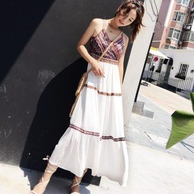 Váy hai dây với hoạ tiết thổ cẩm độc đáo