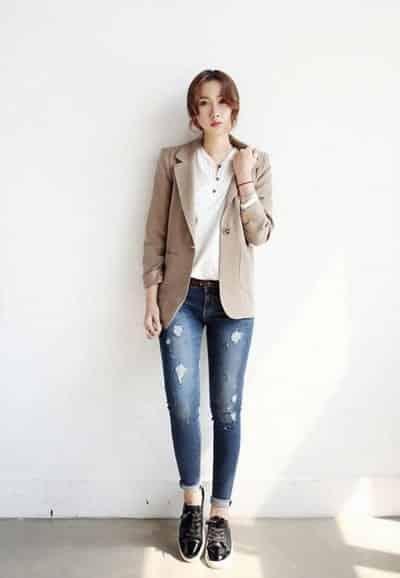 Áo blazer sẽ tăng điểm thanh lịch và nữ tính cho học sinh nữ cấp 3