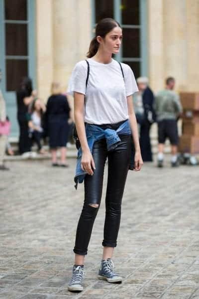 Nếu diện cùng quần jean dài, bạn hãy lưu ý chừa khoảng cách từ cổ giày đến phần ống quần để tạo cảm giác cho đôi chân dài ra.