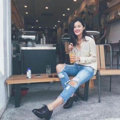Phối quần jeans rách gối cùng áo sơ mi cho nàng vẻ trẻ trung, cá tính