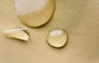 Polyester với khả năng chống nước tương đối tốt