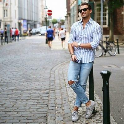 Phối giày thể thao nam với quần jean năng động.