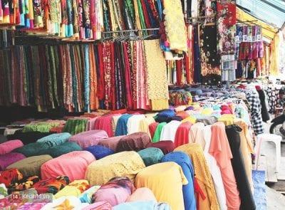 Sạp vải chợ Đồng Xuân