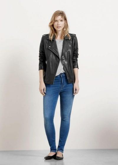 Áo khoác da bụi bặm và giày bệt kết hợp với quần skinny cho vẻ ngoài cá tính và đơn giản