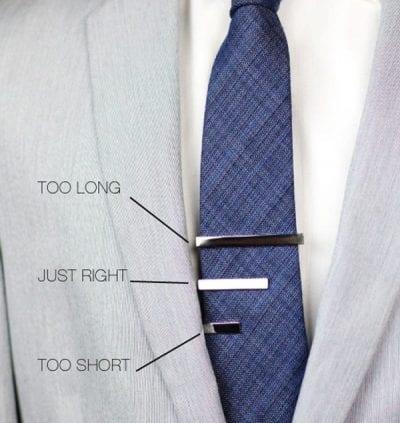Chọn Tie clip có độ dài cân xứng với chiều rộng của cà vạt