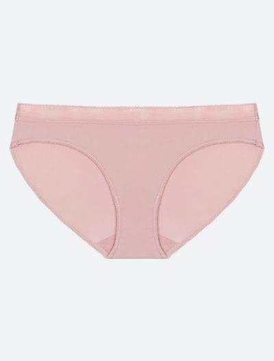 Phần đáy quần lót nữ luôn được may bằng vải cotton
