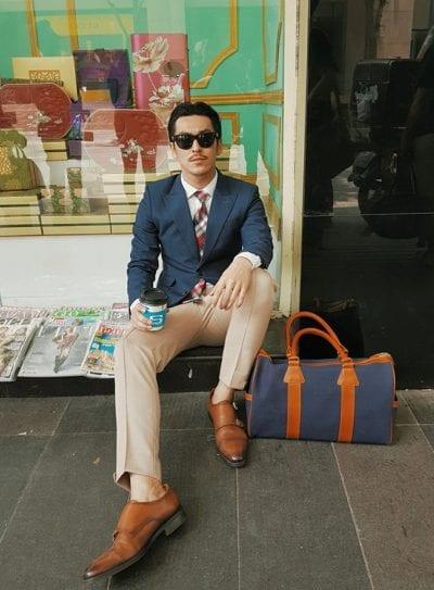 Một quý ông lịch lãm khi chọn và kết hợp tất với giày, túi xách, kính