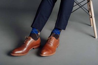 Tất cổ cao phối với giày Oxford