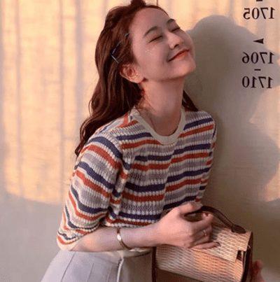 Style trẻ trung nữ tính với Áo thun sọc nhiều màu chất len giá order chỉ 215k.