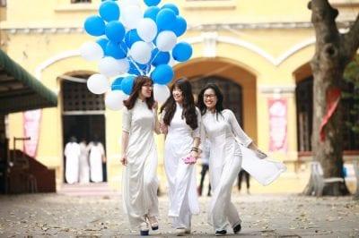 Áo dài Cẩm Tú là Top 5 địa chỉ may áo dài học sinh, sinh viên đẹp giá rẻ tại TPHCM