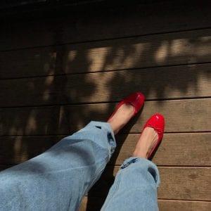 Tuy không tôn dáng như giày cao gót nhưng kiểu giày này lại tuyệt đối nữ tính và duyên dáng, các nàng có thể diện ở bất cứ đâu với bất kỳ phong cách nào.